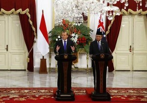 Australia's Prime Minister Tony Abbott speaks beside Indonesia's President Susilo Bambang Yudhoyono during a joint news conference at the Presidential Palace in Jakarta